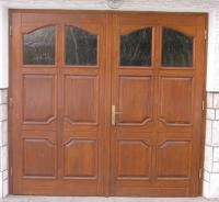 Garazna vrata s polnili in steklom modelna