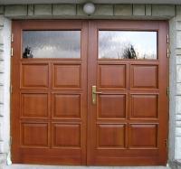 Garazna vrata s polnili in steklom