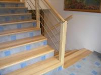 Masivne stopnice pohodni del