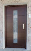 Elegantna-lesena-vhodna-vrat